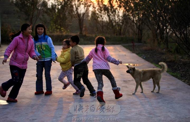 快乐的农村小孩